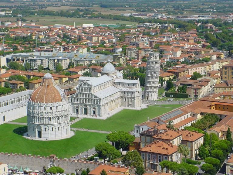 Visita Piazza dei Miracoli a Pisa col servizio di noleggio con conducente (N.C.C.)
