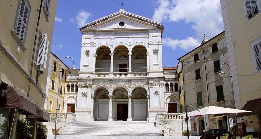 Toscana, Noleggio con coducente, Ncc, Tuscany tour, Apple, Occidentali's Karma, Massa Carrara