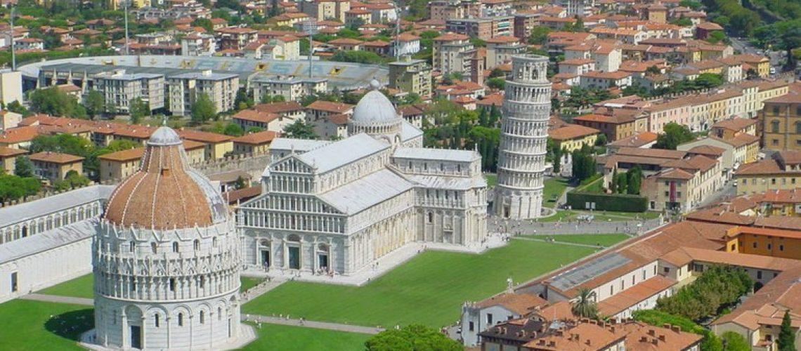 Piazza-dei-Miracoli-a-Pisa-servizio-di-noleggio-con-conducente-n-c-c